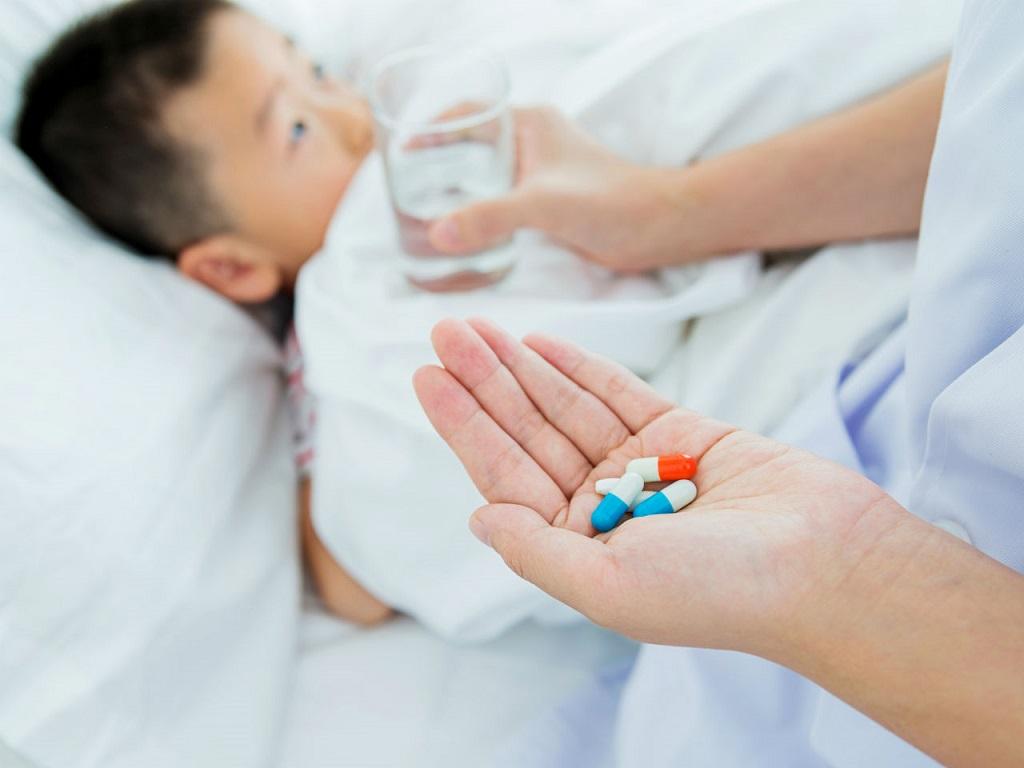 trẻ dùng thuốc kháng sinh vô tội vạ-2